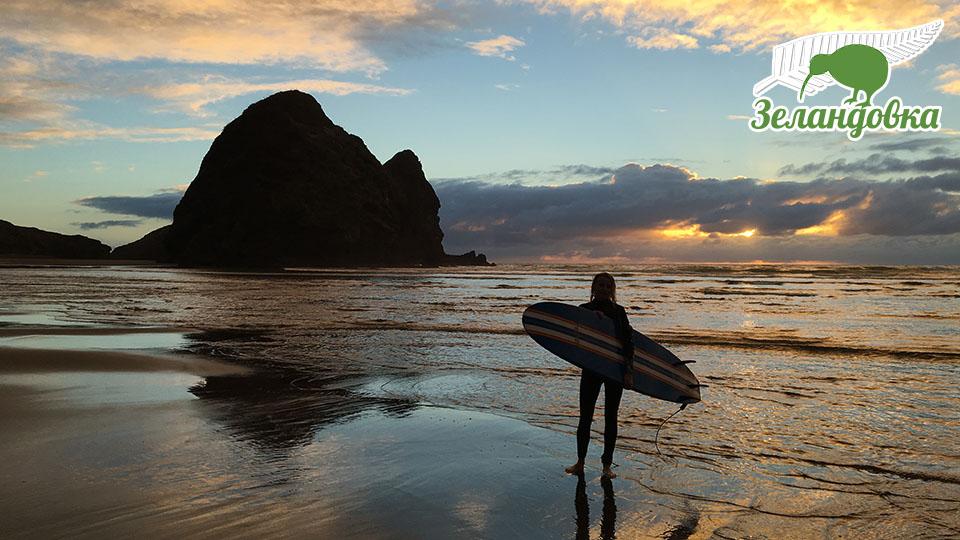 Юлия занимается серфингом в Новой Зеландии