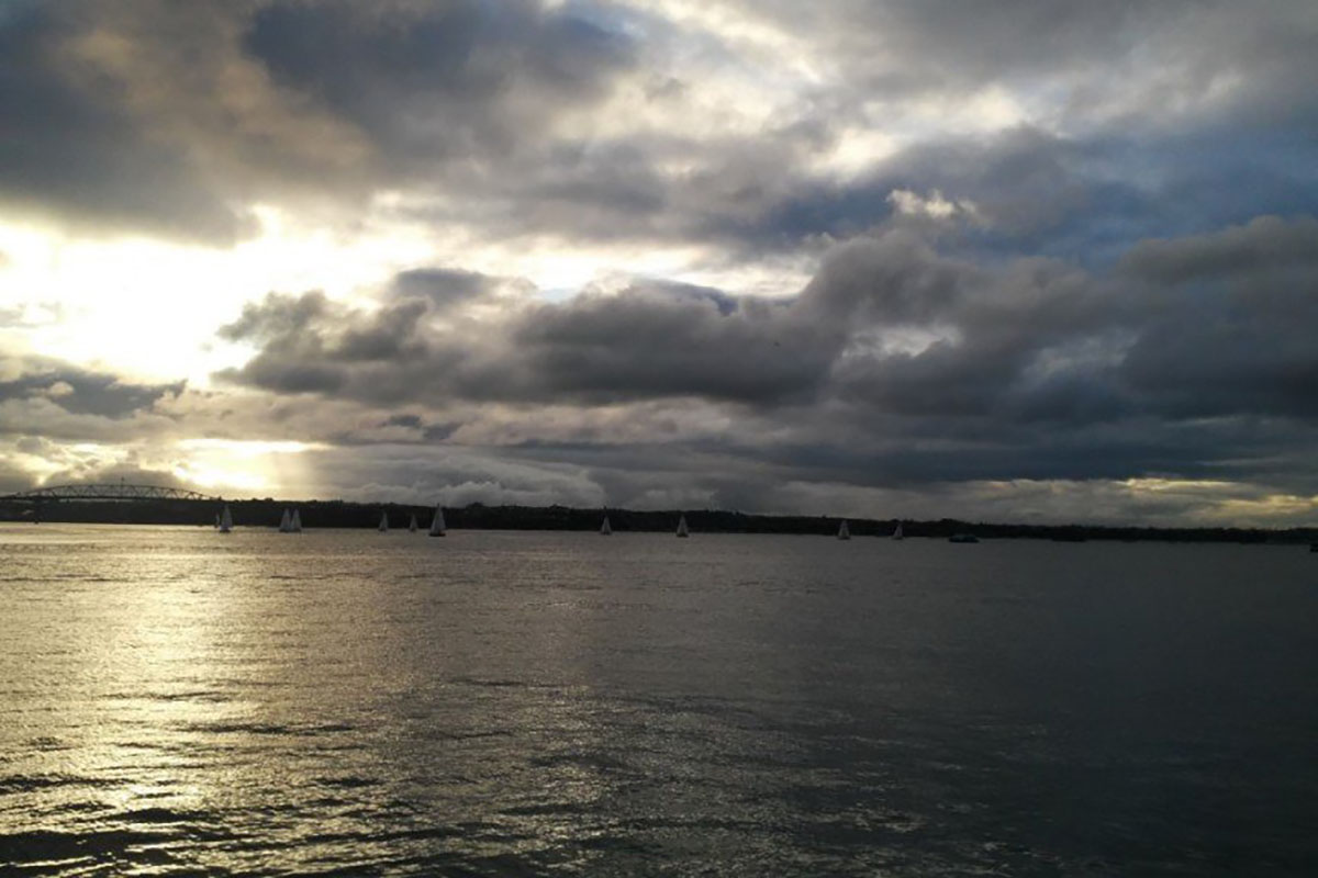 Закат на пляже в Новой Зеландии