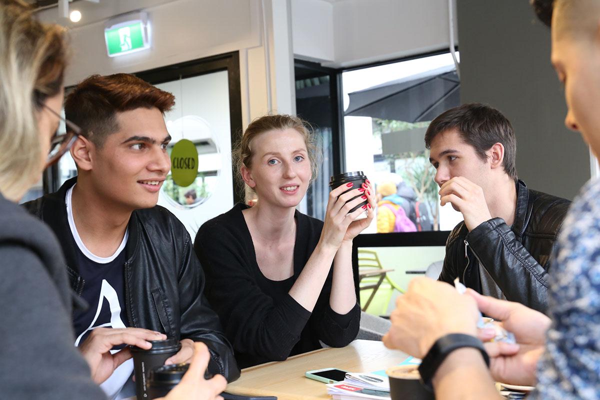 Студенты на перерыве в Aspire2 International