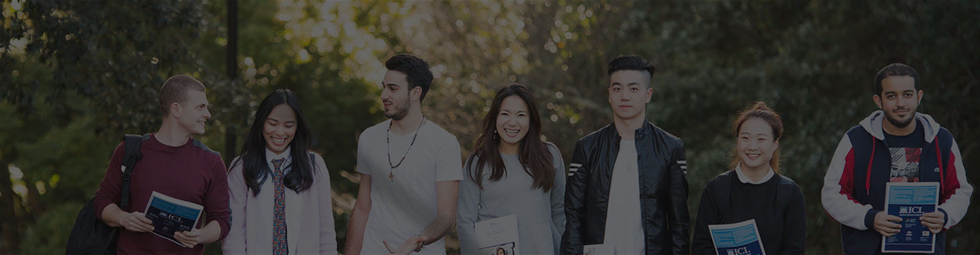Компания студентов из института ICL